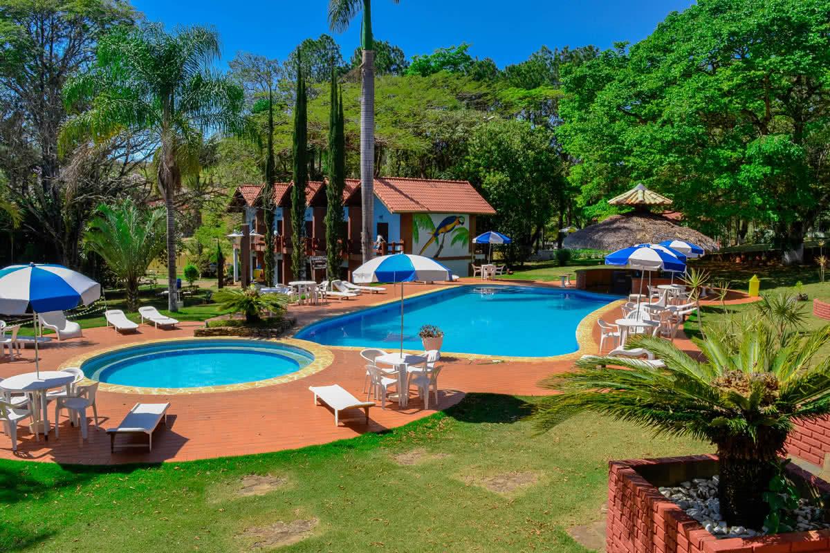 Resultado de imagem para hotel fazenda com piscina